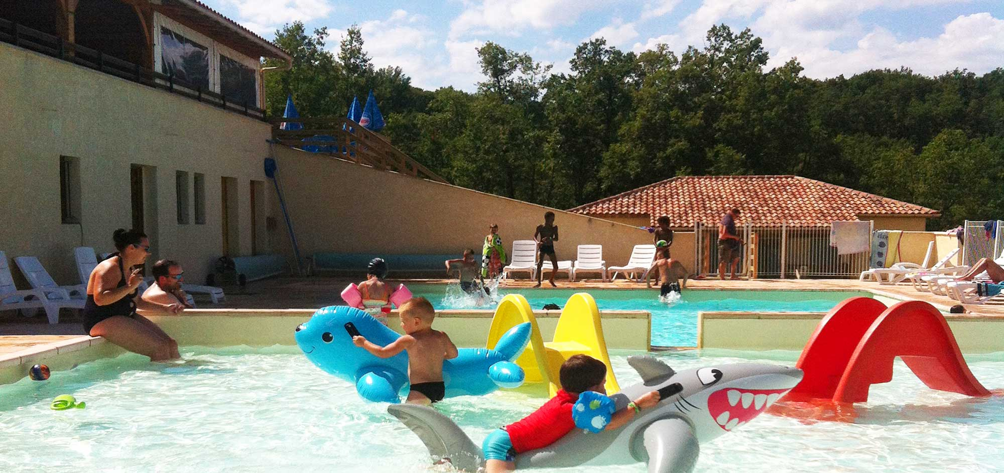 Camping rocamadour lot piscine camping 3 lot for Camping avec piscine lot